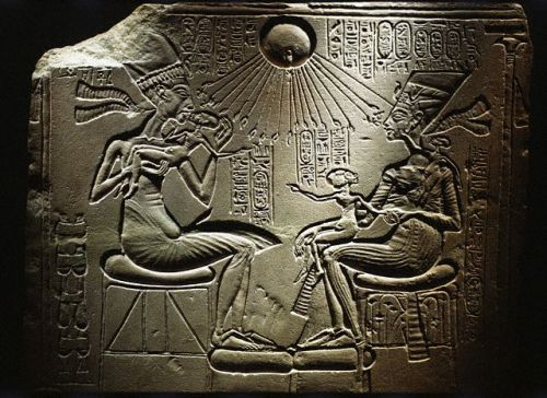 Akhénaton & Néfertiti définition + 6 vidéos dans Archéologie akhenatennefertiti01